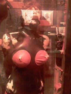 Muñecos animados representando una escena erótica