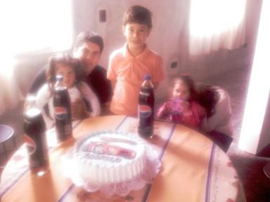 Rodrigo con el 'tío TeTe', Rossina y las primitas Mili y Cami